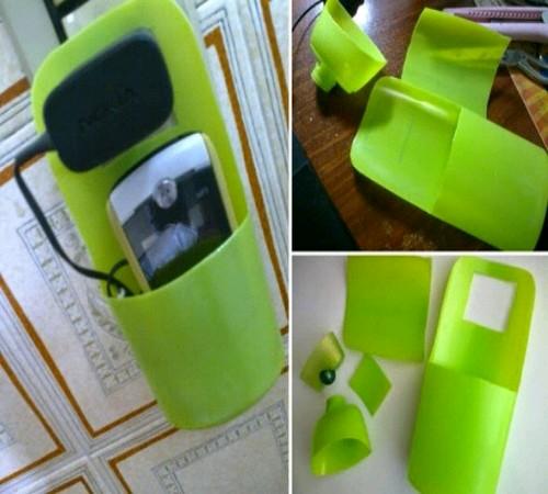 Ide Membuat Tempat Charger HP dari Botol Bekas 1