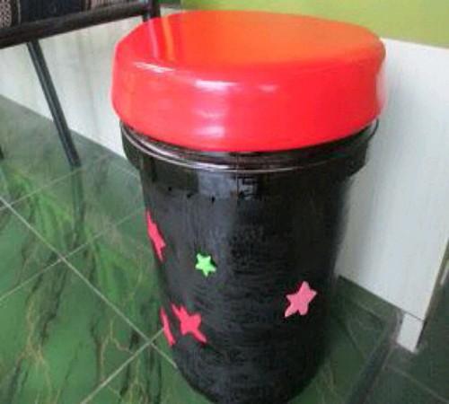 kursi daur ulang ember bekas cat
