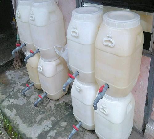kran air (wadah air) daur ulang jerigen plastik