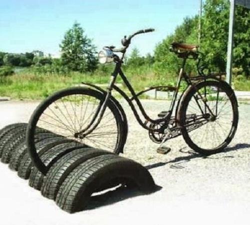 parkir sepeda ban bekas