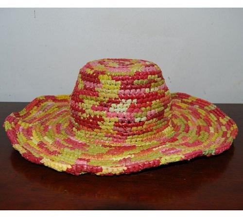 topi rajutan dari plastik kresek bekas