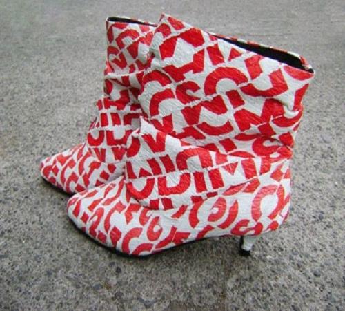 sepatu boots dari plastik kresek