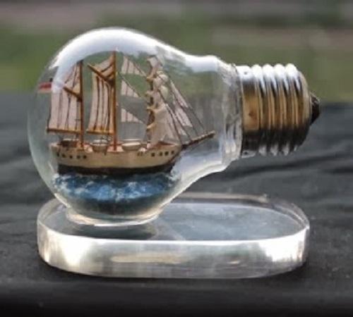 14 Ide Kreatif Kerajinan dari Lampu Bohlam Bekas 11