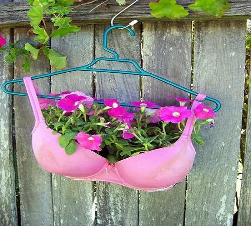 pot bunga dari bra bekas