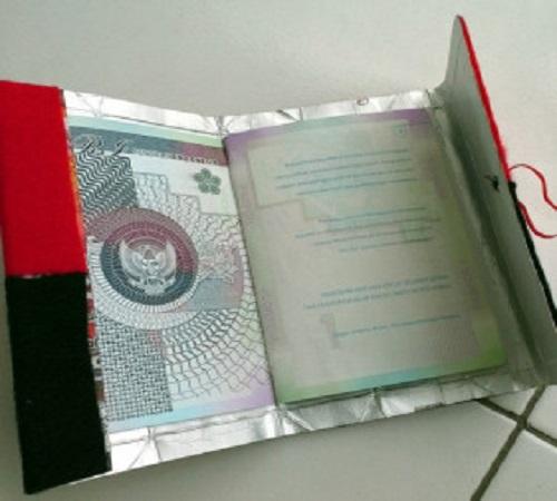 sampul atau cover paspor dari flanel