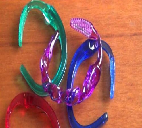 gelang dari sikat gigi bekas