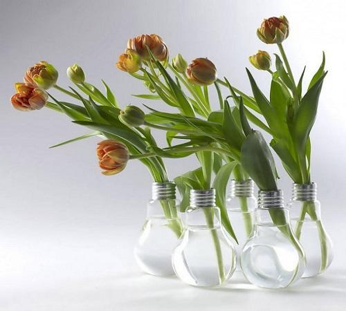 14 Ide Kreatif Kerajinan dari Lampu Bohlam Bekas 5