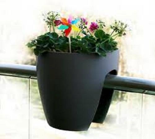 pot bunga dari wadah plastik bekas