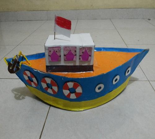 Mainan Anak Bentuk Kapal dari Kardus Bekas