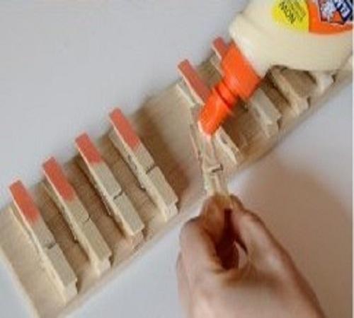 gantungan jilbab atau scraf unik dari jepit jemuran kayu 2