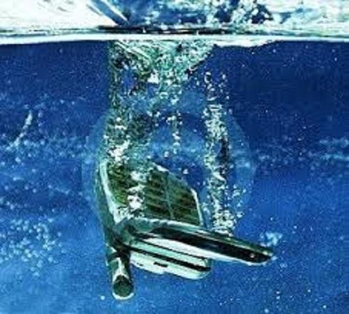 Solusi Lengkap Mengatasi HP atau Ponsel yang Terkena Air